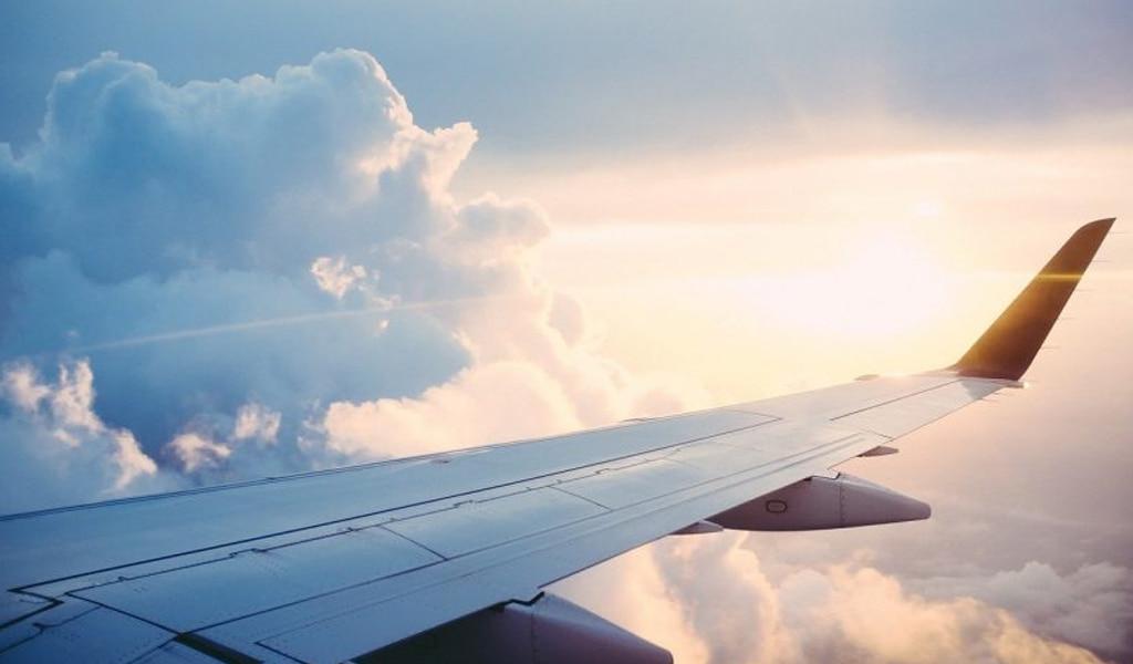 Ala de avión volando